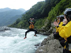 飛び込みジャンプ風景